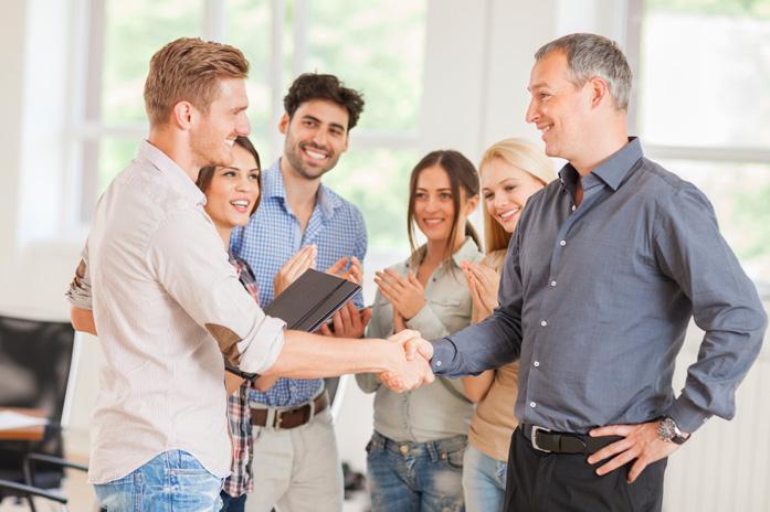 Gruppe von Menschen - Shake Hand